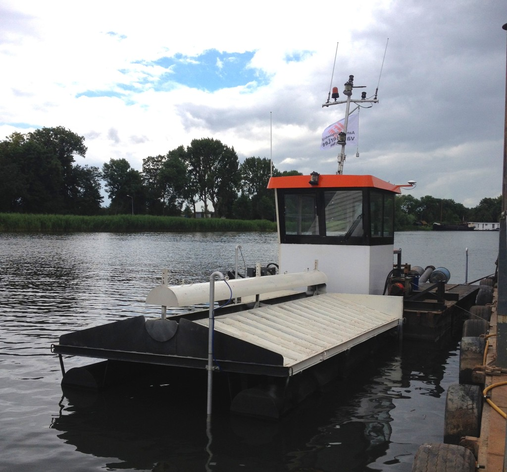 Spray pontoon with Viking Multi Dredge